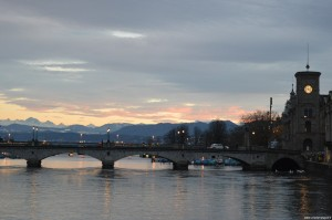 Zurigo, tramonto sulle Alpi